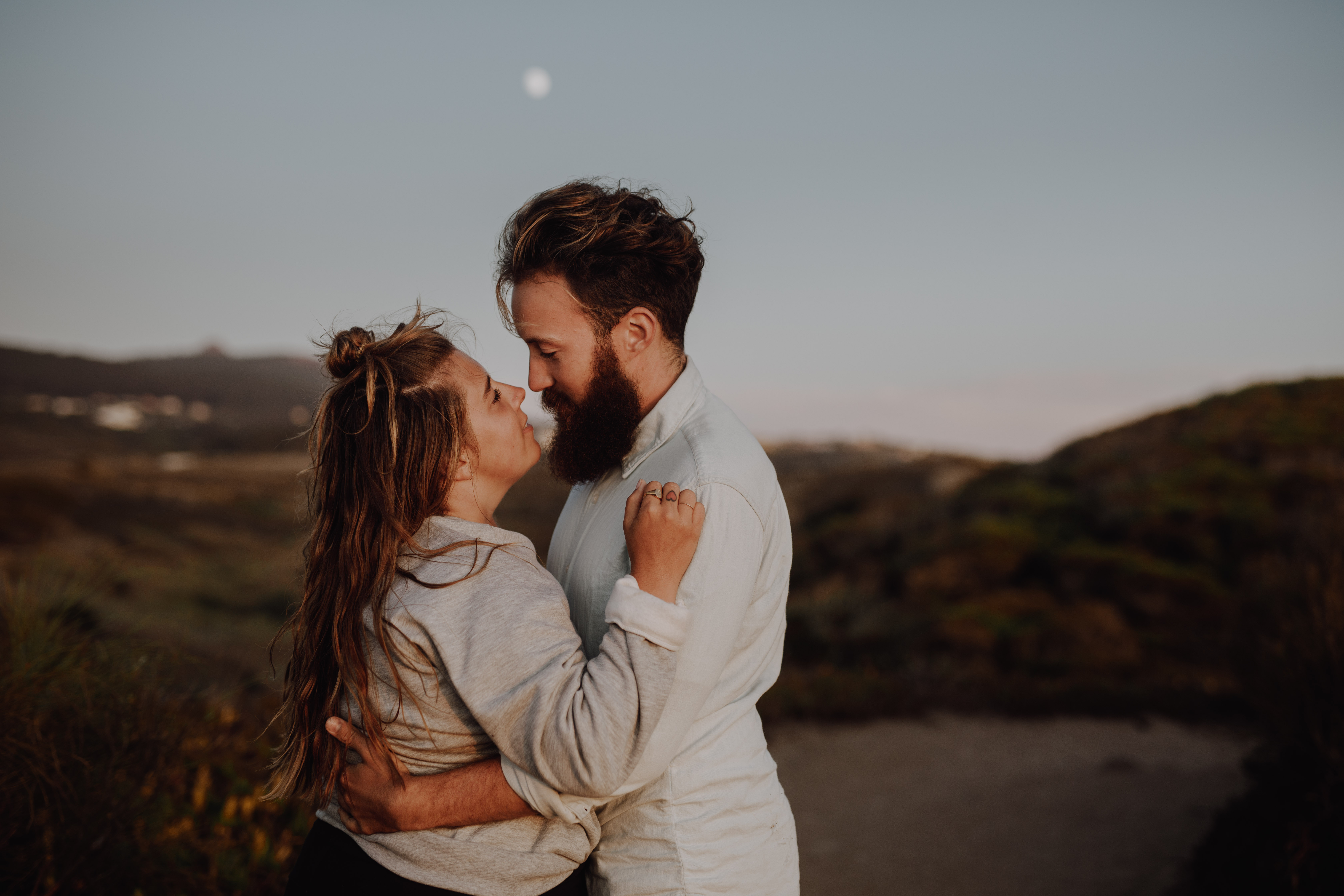 Destination Elopement Photographer - Connection Session in Portugal - portraits with the moon