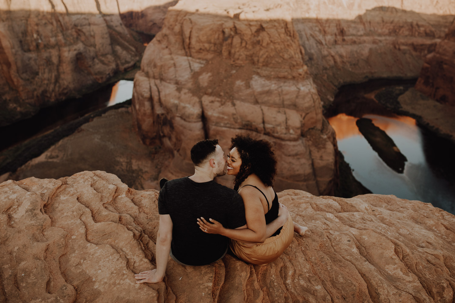 Horseshoe Bend Engagement - kissing on the cliffside