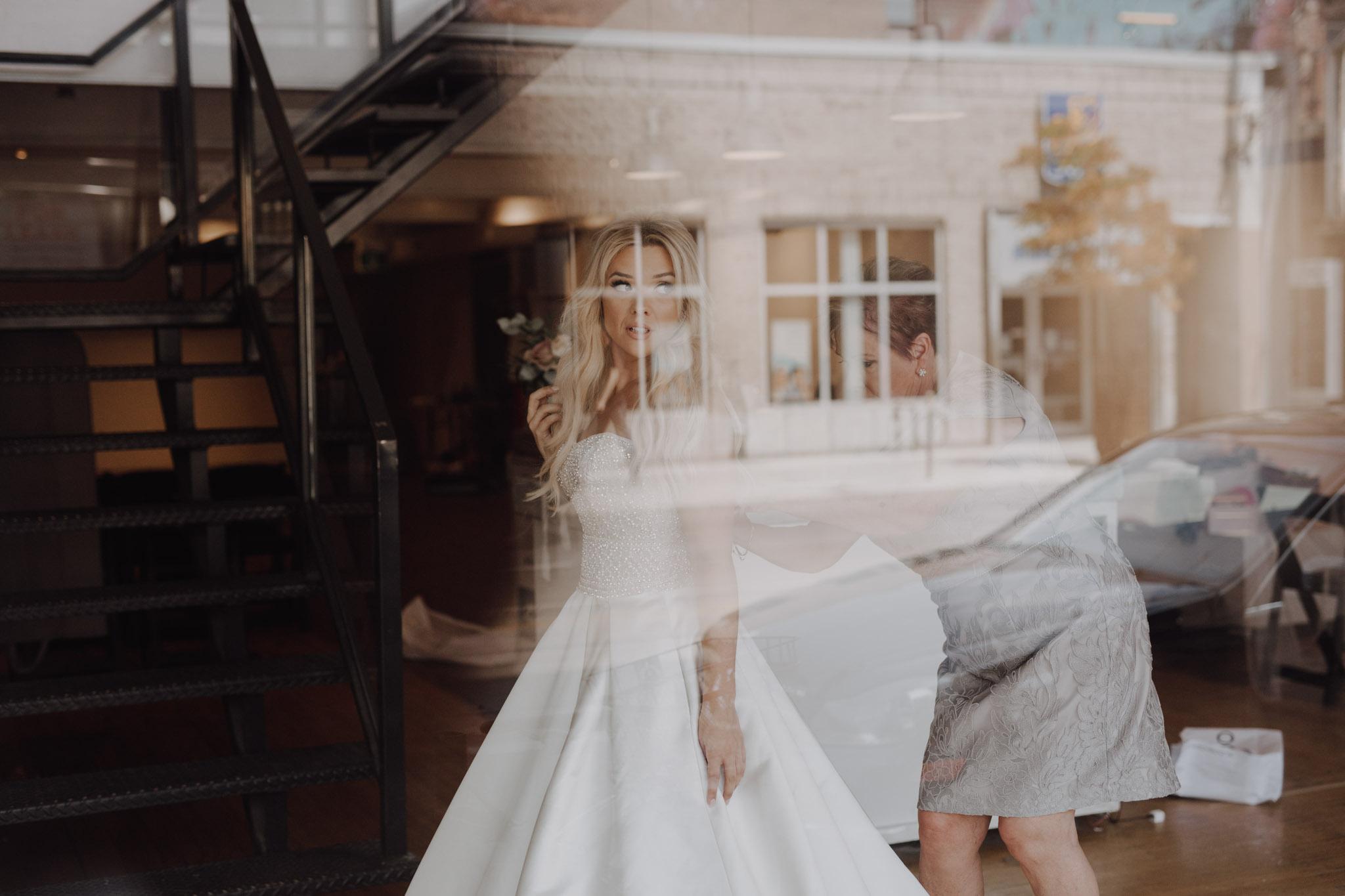 Bridal prep. Love By Lynzie. Wedding Photographer Jennifer See Studios.